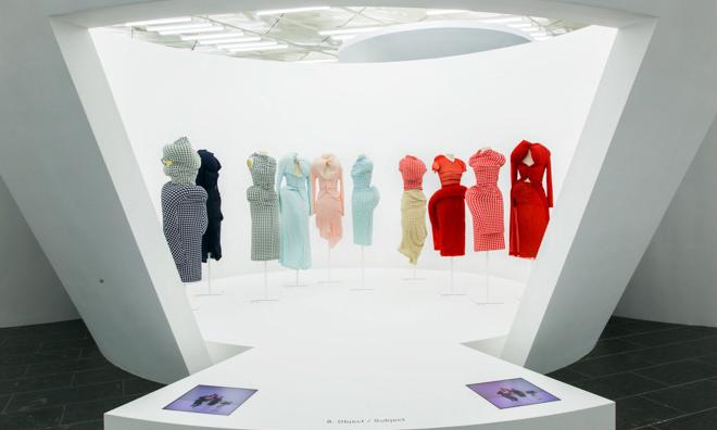 川久保玲 Comme des Garçons 特别展内部空间预览