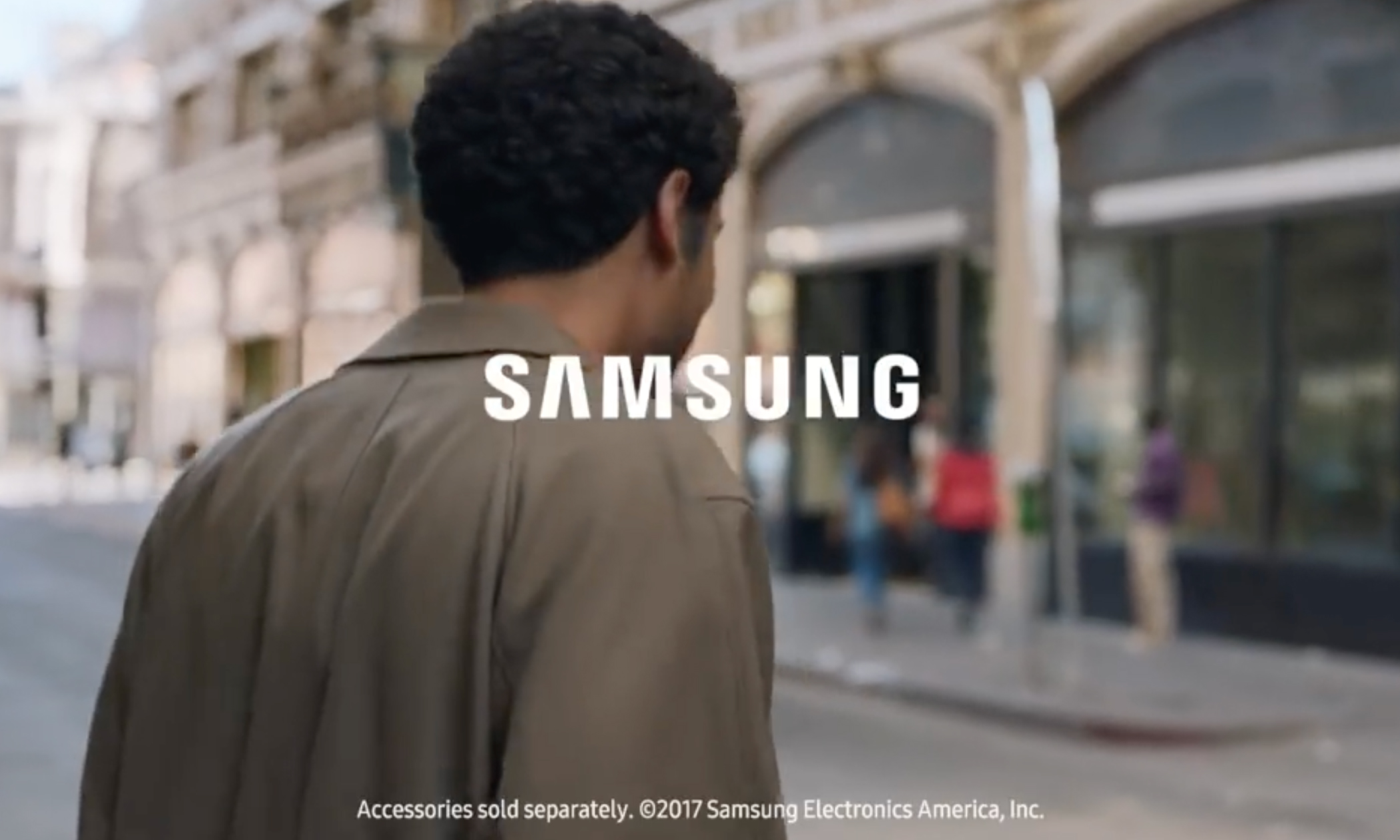 三星新广告嘲讽 iPhone,你能看出多少个点?