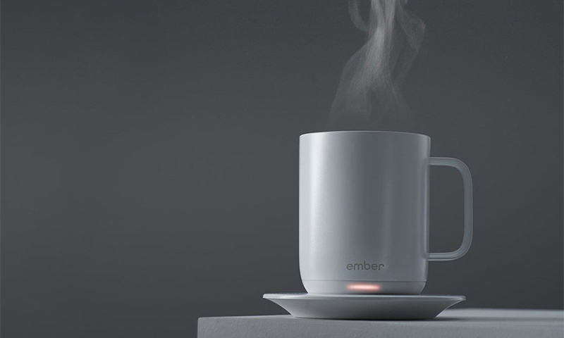 这个智能的咖啡杯,让你每一口都能喝到一样温度的咖啡