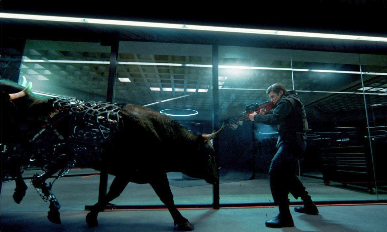 《西部世界》第二季先导预告片,背景乐是 Kanye 的《Runaway》