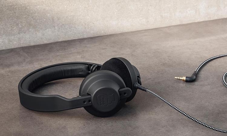 Brain Dead 与丹麦品牌 AIAIAI 打造全新联名耳机