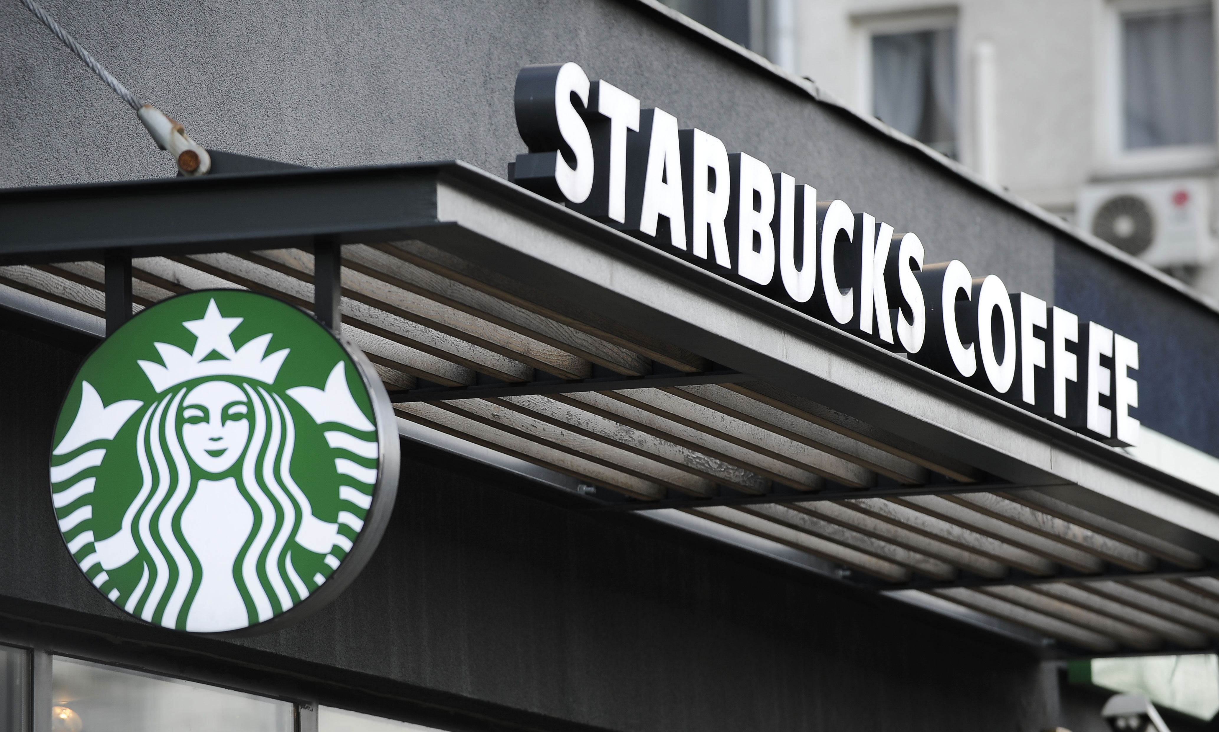 关闭全美门店一日,星巴克将对员工进行反歧视培训