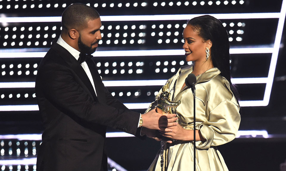 Rihanna 表示她和 Drake 断绝朋友关系