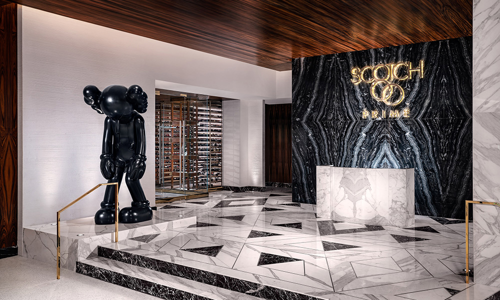 在这家酒店你可以和 Basquiat、Warhol、KAWS 的作品住一起