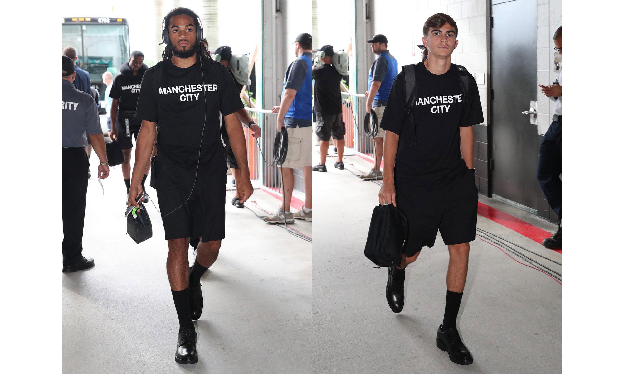 曼城球员穿着 Dsquared2 合作系列现身球场