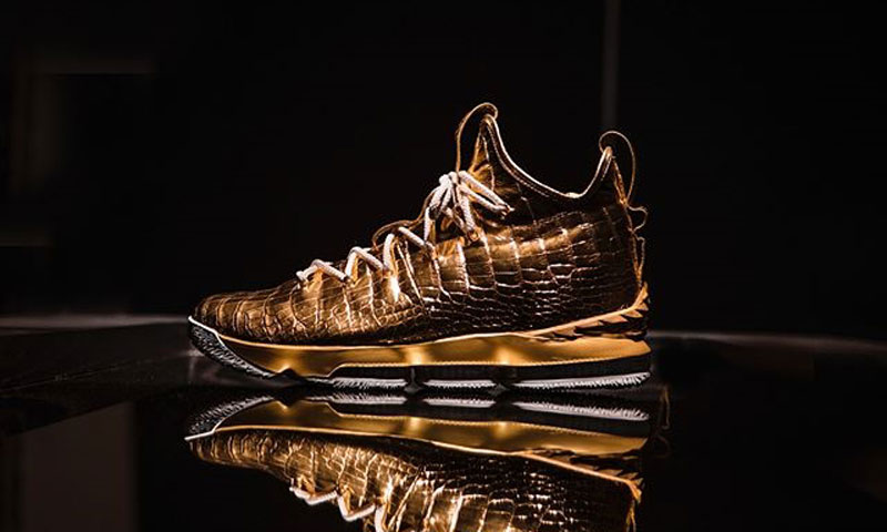 The Shoe Surgeon 赠送 LeBron James 价值 10 万美元的球鞋