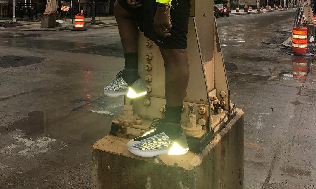 3M 反光元素现身,Kanye West 再度示范 YEEZY 篮球鞋