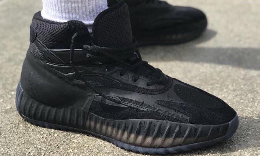 抢先预览 YEEZY 篮球鞋 Triple Black 配色