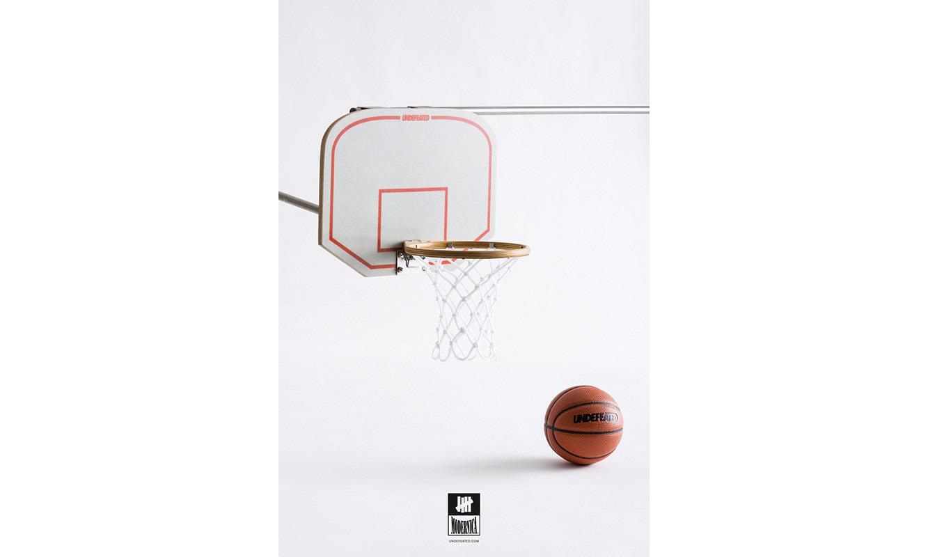 家中必备,UNDEFEATED 与 Modernica 推出迷你篮球框