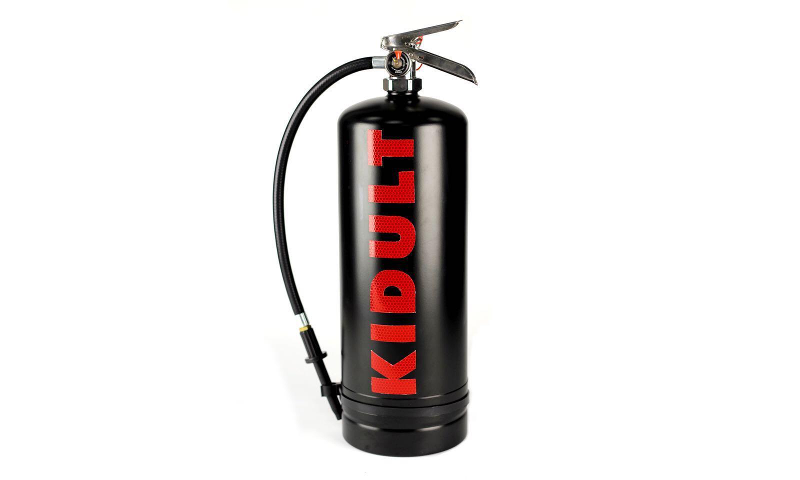 "Kidult 邀你一起 ""破坏时尚"",并免费送出 50 个特制喷漆桶"