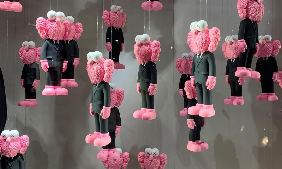 KAWS x Dior 联名 BFF 玩偶终于开售,但未必买得起