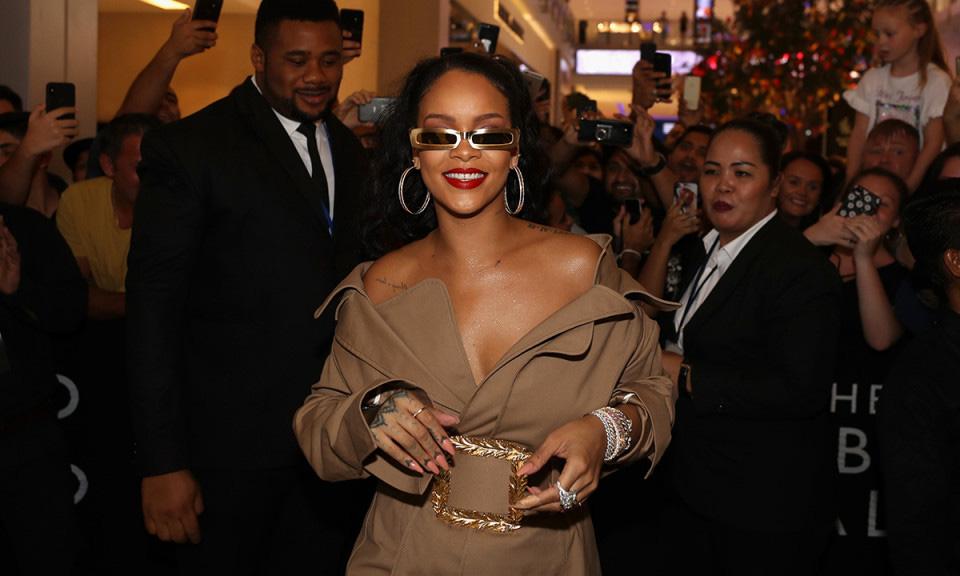 Rihanna 正在与 LVMH 商讨开设自己的时装品牌