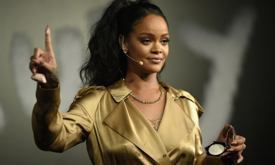 Rihanna 向她父亲提起诉讼要求赔偿 7,500 万美元