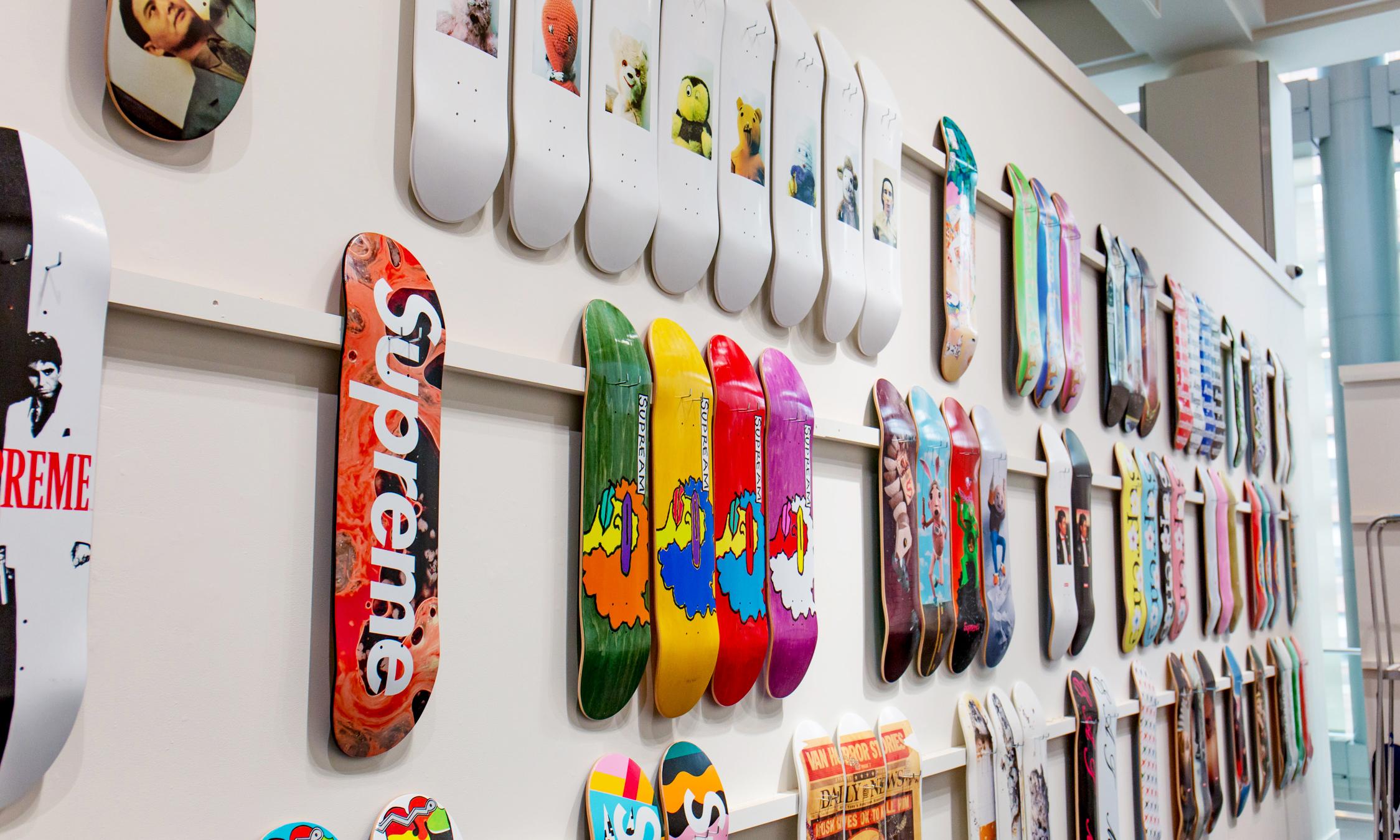 他用 10 年收集完 Supreme 所有滑板,最终却全部卖掉