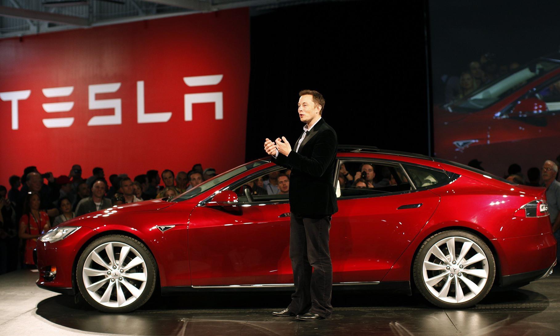 """2020 年 """"起飞"""",Elon Musk 预告次时代飞行 Roadster 跑车"""