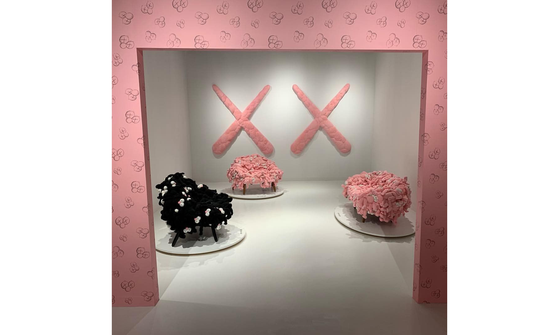 KAWS 成为今年 Art Basel 期间在 Instagram 上被提及最多的艺术家