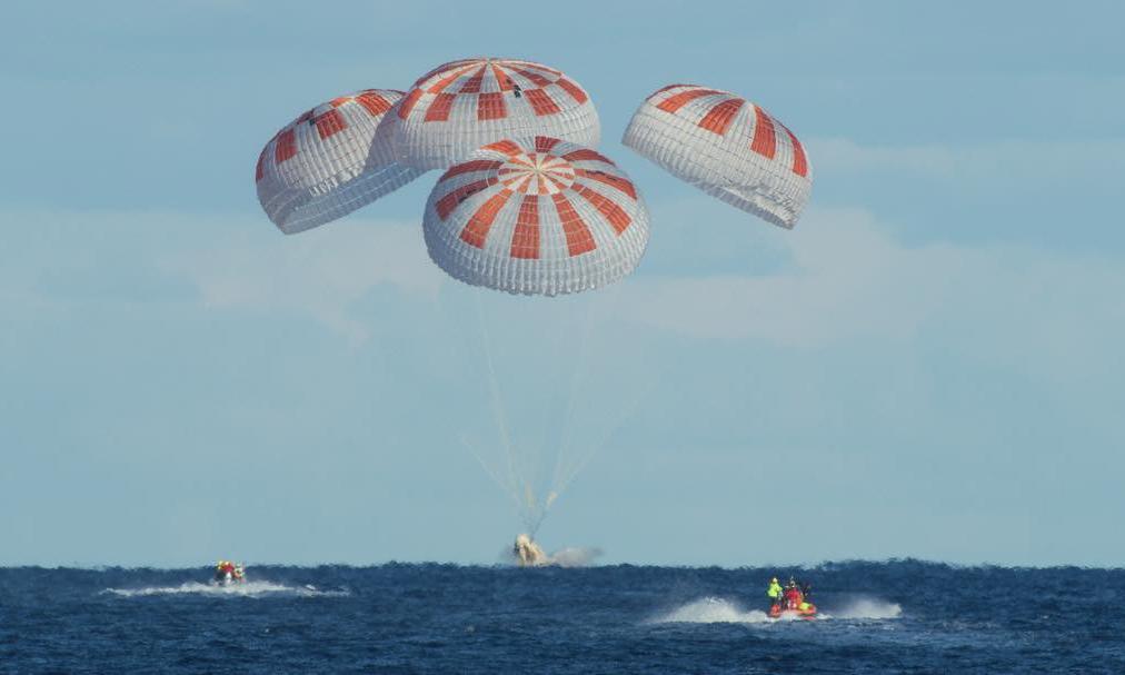 圆满成功!SpaceX 载人龙飞船在大西洋成功溅落