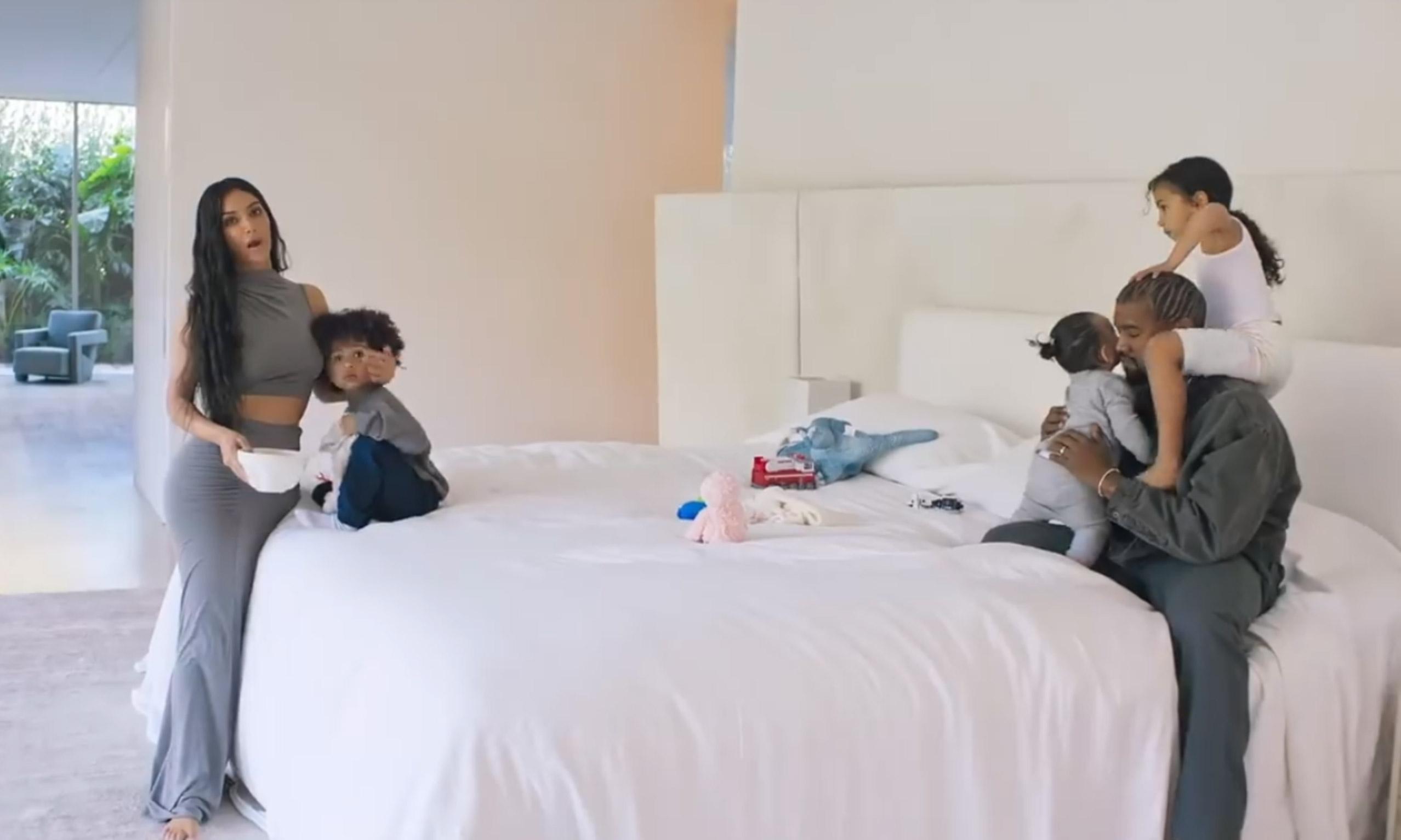 温馨全家首亮相,《VOGUE 73 问》对谈 Kim & Kanye West
