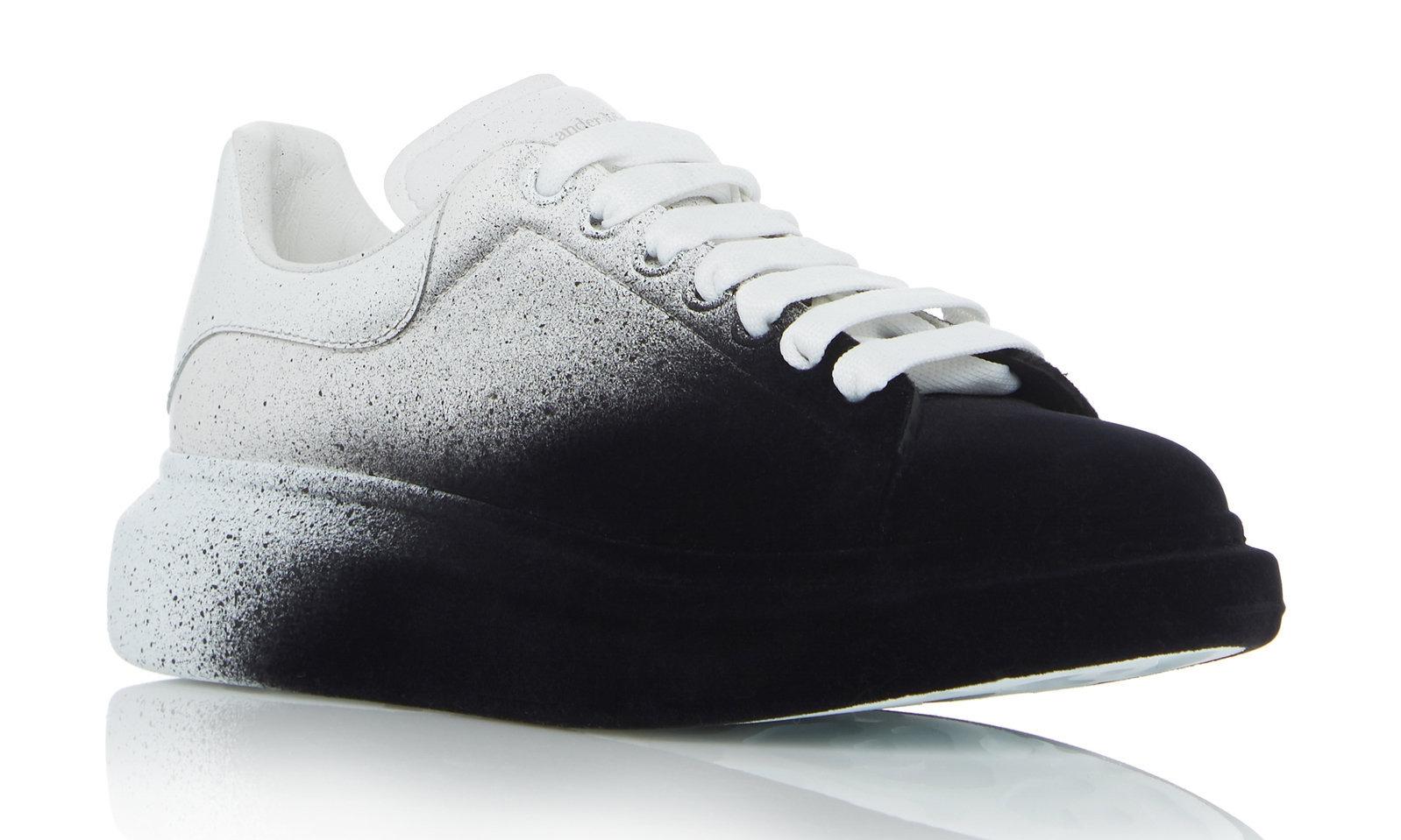 Alexander McQueen 的这双喷漆运动鞋,你爱了吗?