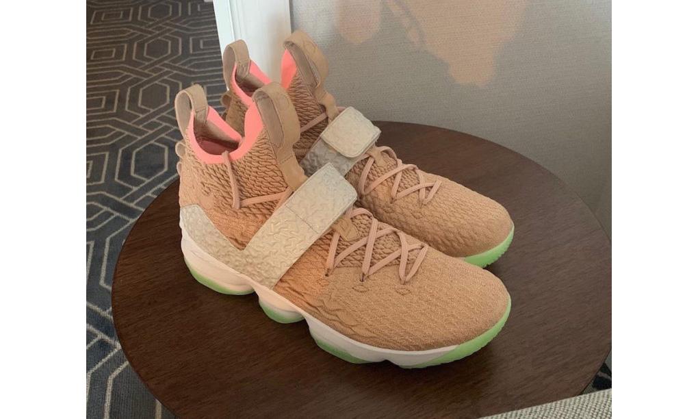 Nike LeBron 15 的最新配色竟然是以 YEEZY 为灵感?