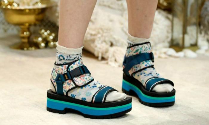 Anna Sui x Teva® 联名款凉鞋系列发售在即