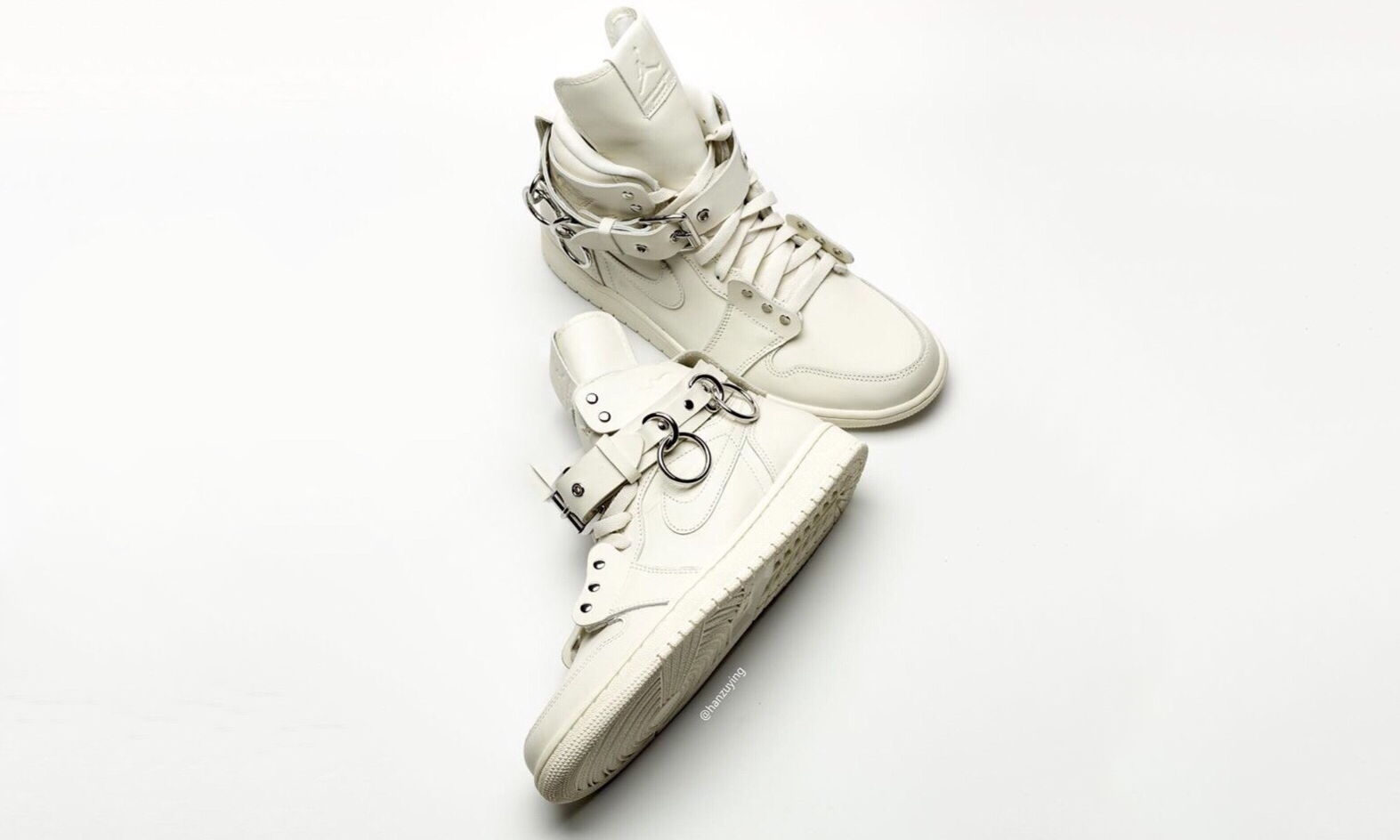 近赏双色 COMME des GARÇONS x Air Jordan I 鞋款