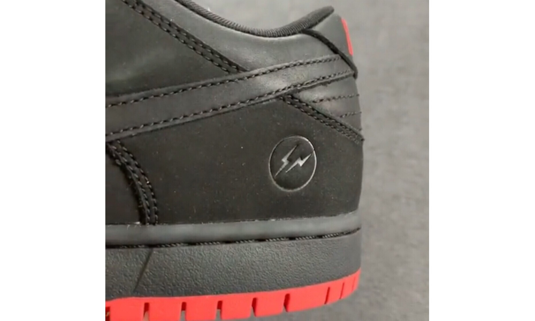 """Staple x Nike Dunk SB """"黑鸽子"""" 还有 fragment 版本?"""