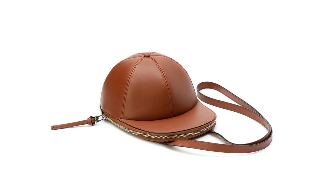 JW Anderson 帽型皮革包现已登陆网站