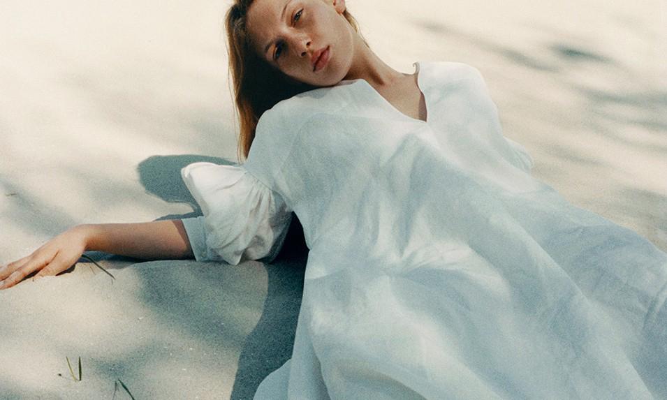 Jil Sander 夏季服装系列主打天然材料