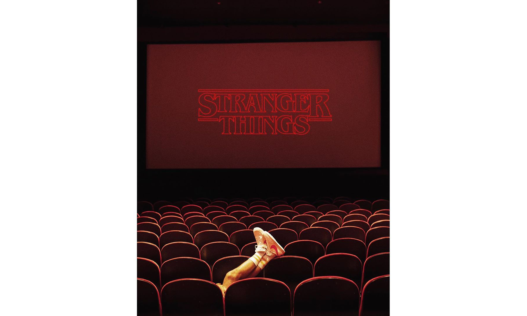 为了发售 Nike x《怪奇物语》系列,KITH 包下了一家电影院
