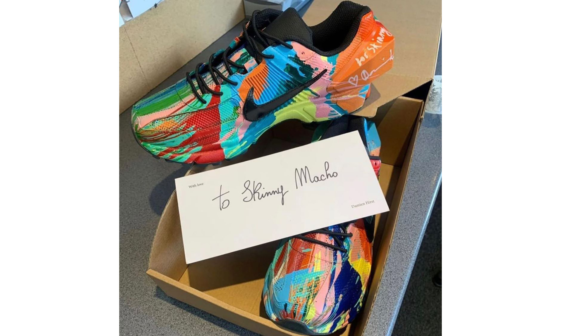Damien Hirst 打造了一双极为夸张的 ACW* x Nike Zoom Vomero +5