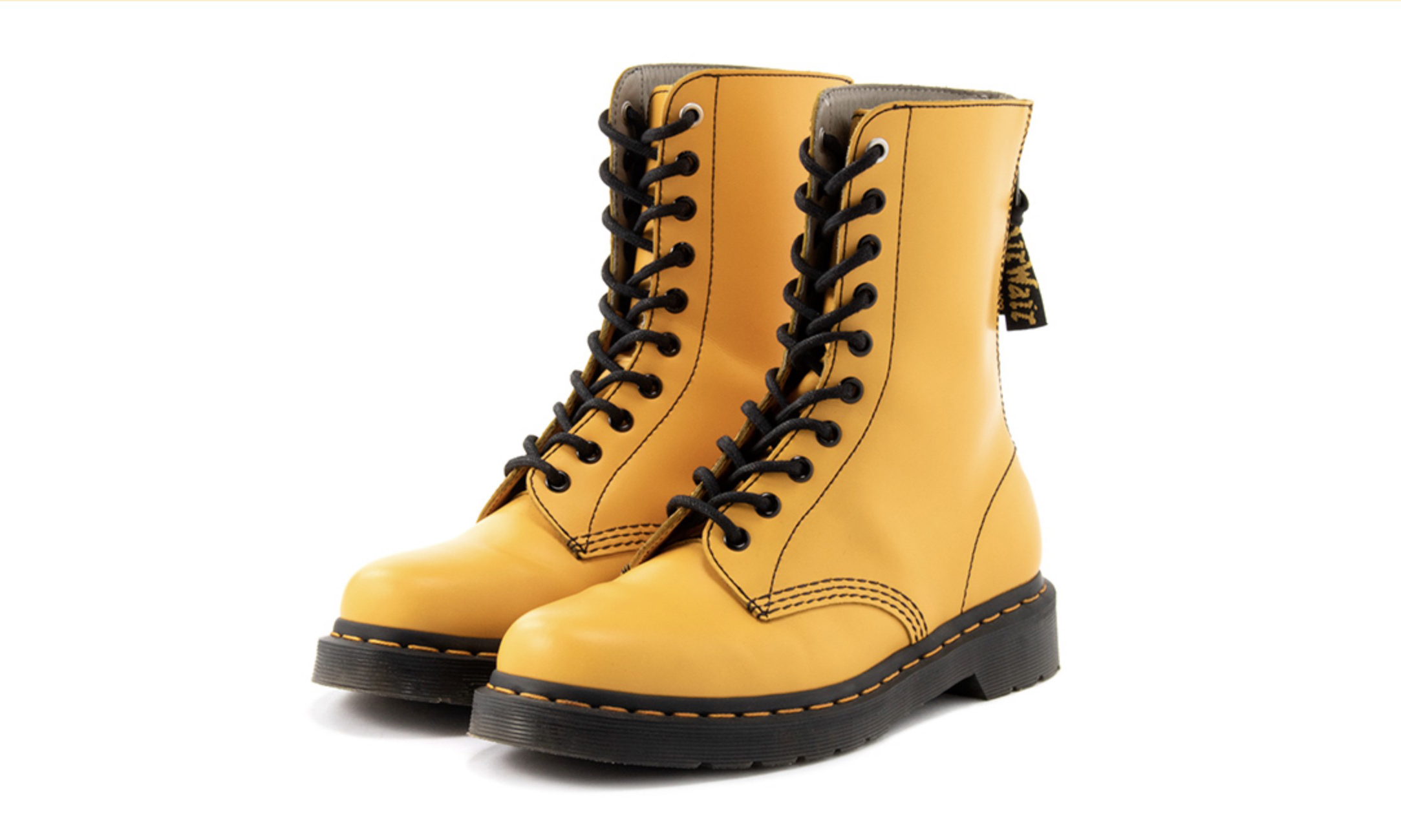 Y's 携手 Dr.Martens 推出全新联名十孔复古靴款