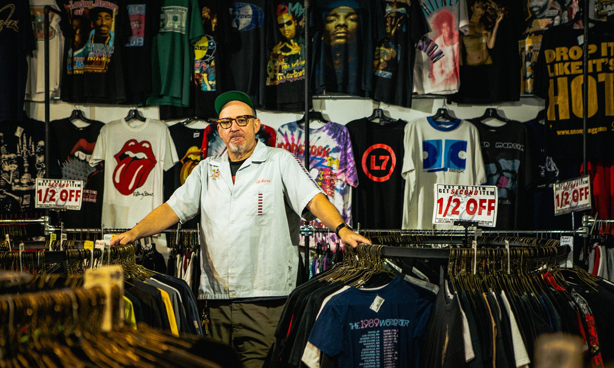 这家店放着 3,000 多件古着 T-Shirt,也许还能偶遇 Kanye West