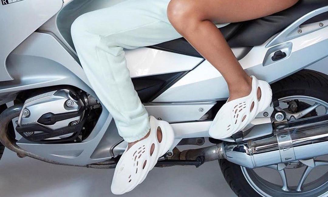 """也有 """"洞洞鞋"""",Yeezy Foam Runner 将于 2020 年推出"""