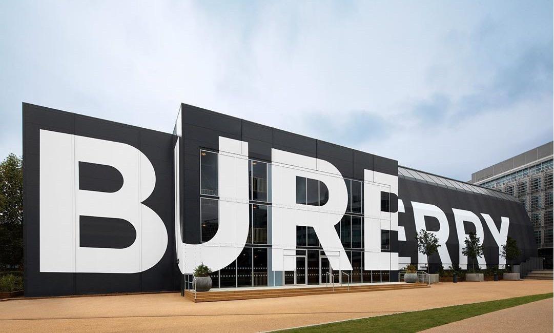 """生动演绎 """"进化宣言"""" ,Burberry 2020 春夏系列秀场回顾"""