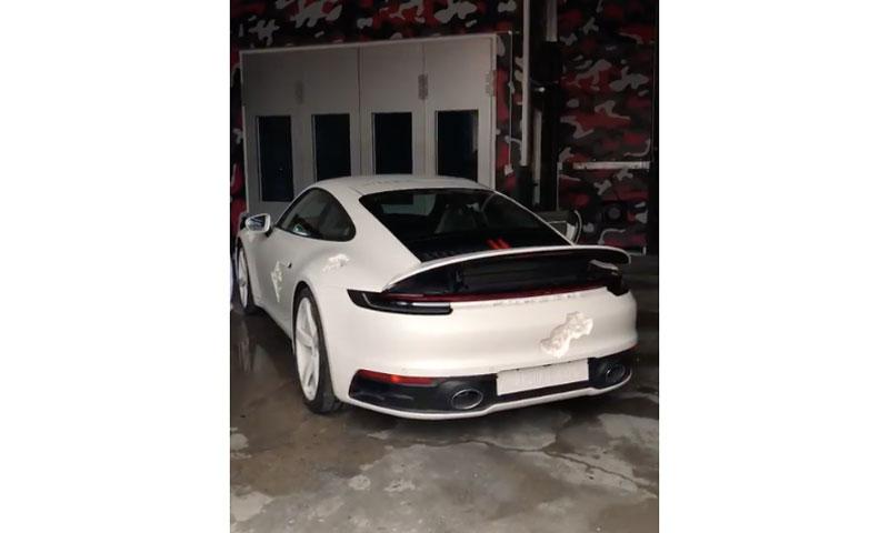 Porsche 成为 Daniel Arsham 下一个合作对象