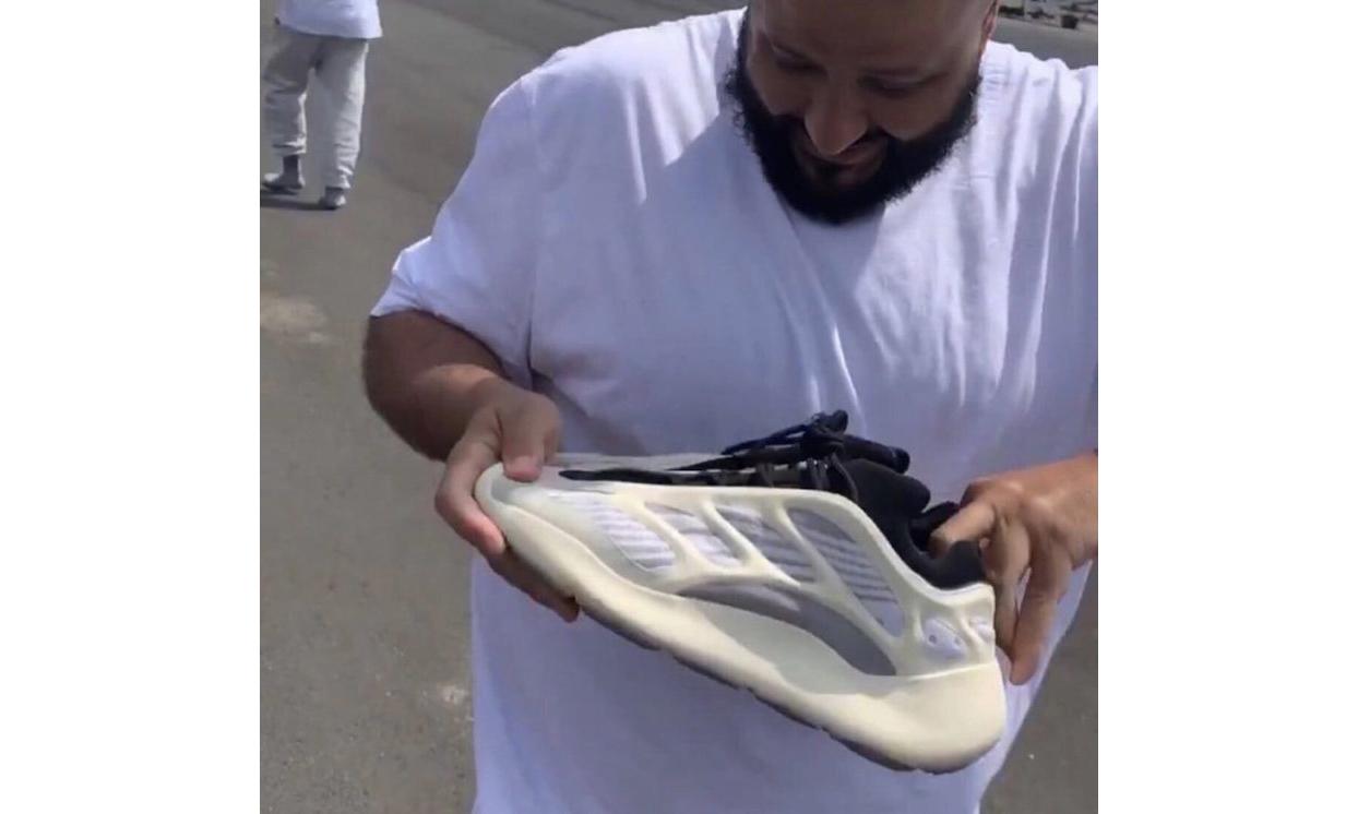 "DJ Khaled 收到 Kanye West 赠送的 ""原味"" Yeezy 700 V3"