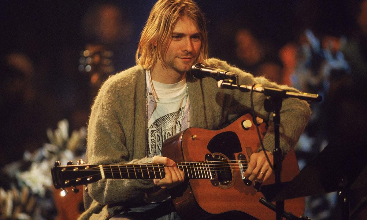 最新成交价,Kurt Cobain 亲着开衫拍出 33.4 万美元天价