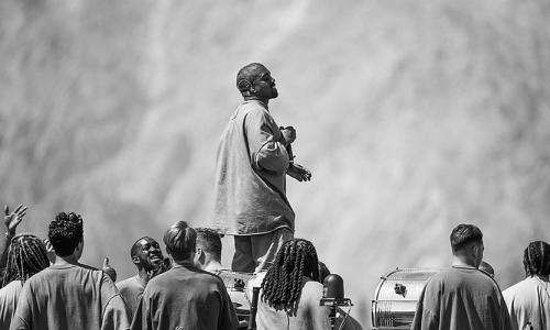 Kanye West《Jesus Is King》IMAX 大电影预告片发布