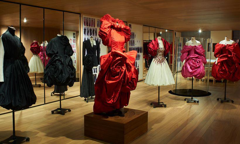 Alexander McQueen 于伦敦邦德街旗舰店举办名为 Roses 的展览