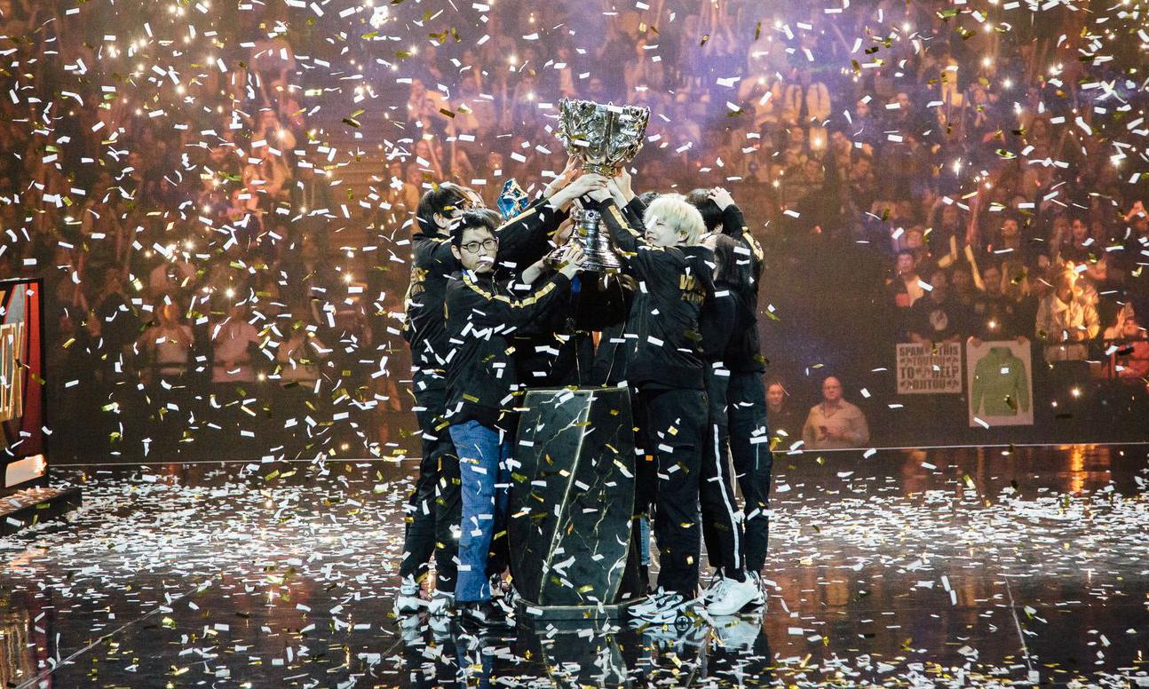 FPX 3:0 战胜 G2,荣膺英雄联盟 S9 世界冠军