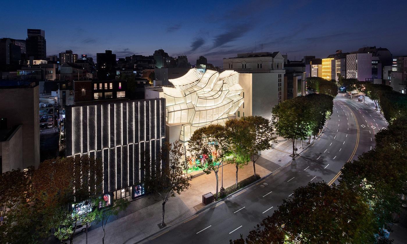 透明玻璃设计,Louis Vuitton 全新首尔旗舰店开幕