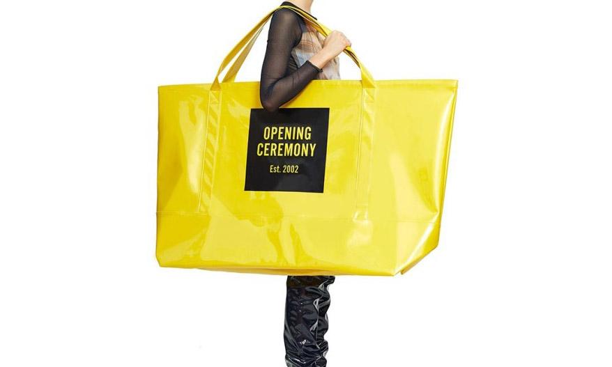 即将席卷时尚界?Opening Ceremony 的超大手提袋即将发售