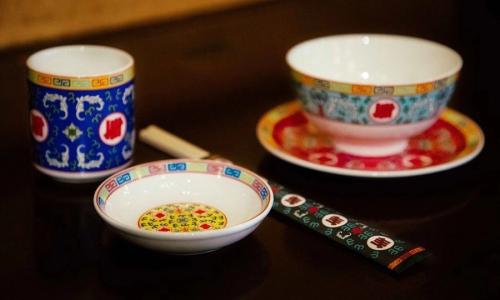 UNDEFEATED 特别推出「万寿无疆」限量陶瓷餐具套装