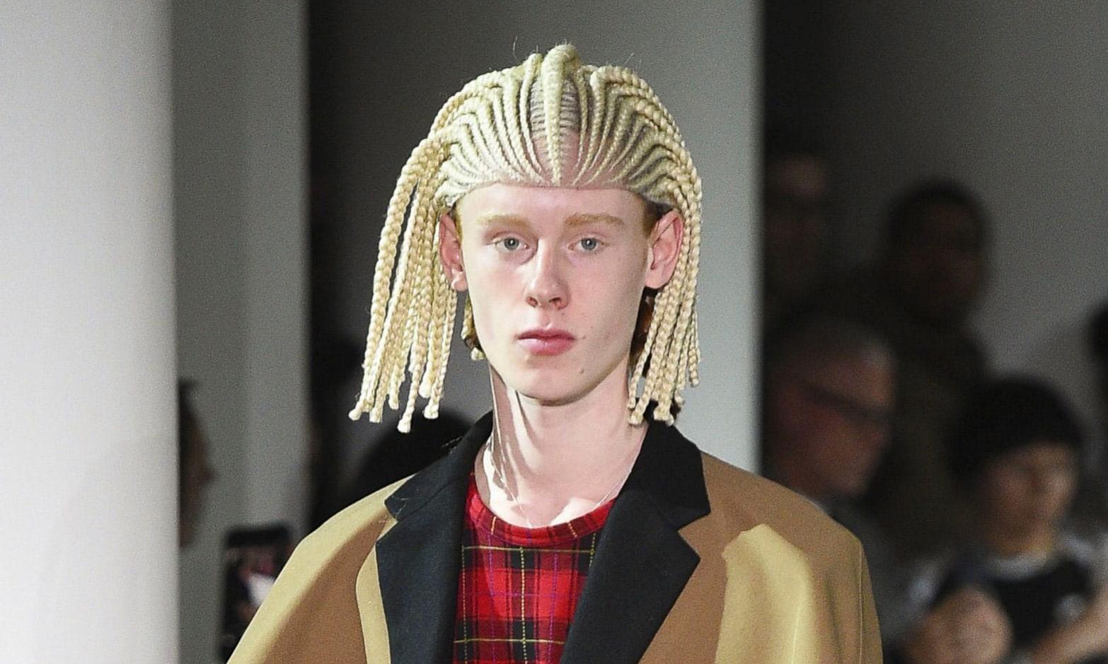 CdG 走秀模特发型被批评不当文化挪用,发型师公开道歉