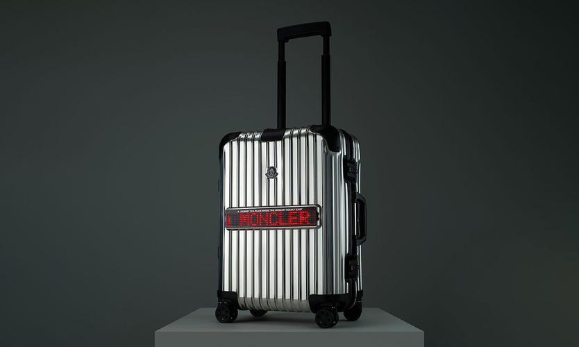 RIMOWA 与 Moncler 推出 LED 灯牌联名行李箱