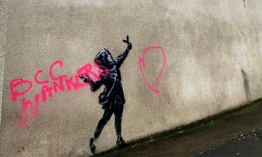 Bansky 情人节街道壁画惨遭恶意涂鸦