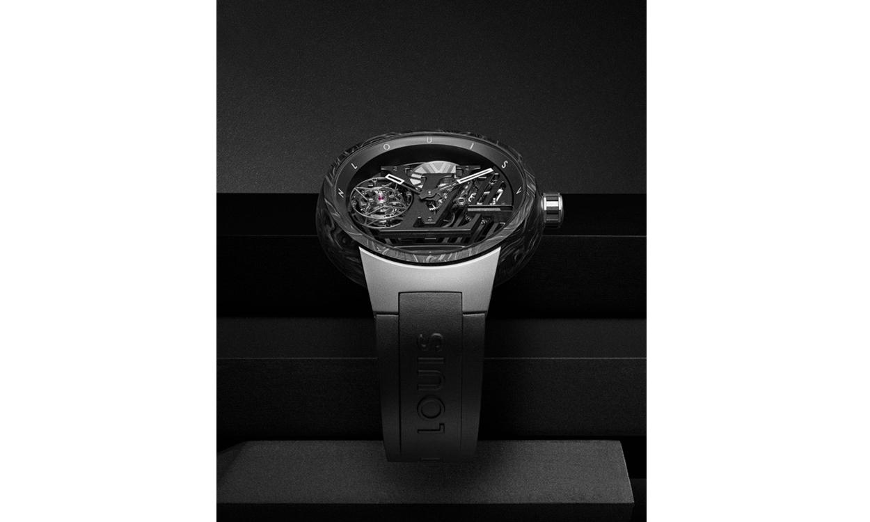 Louis Vuitton 推出全新 Tambour Curve Flying Tourbillon Poinçon de Genève 腕表