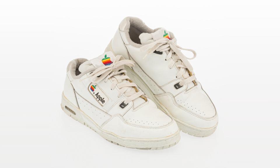 罕见 Archive,苹果「运动鞋」以近 1 万美元成交
