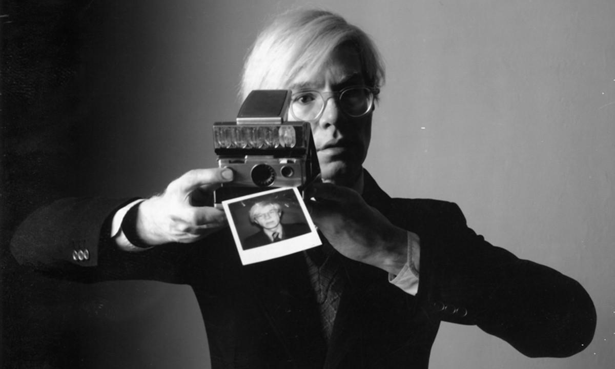 佳士得正在拍卖 Andy Warhol 照片集,以援助美国艺术家